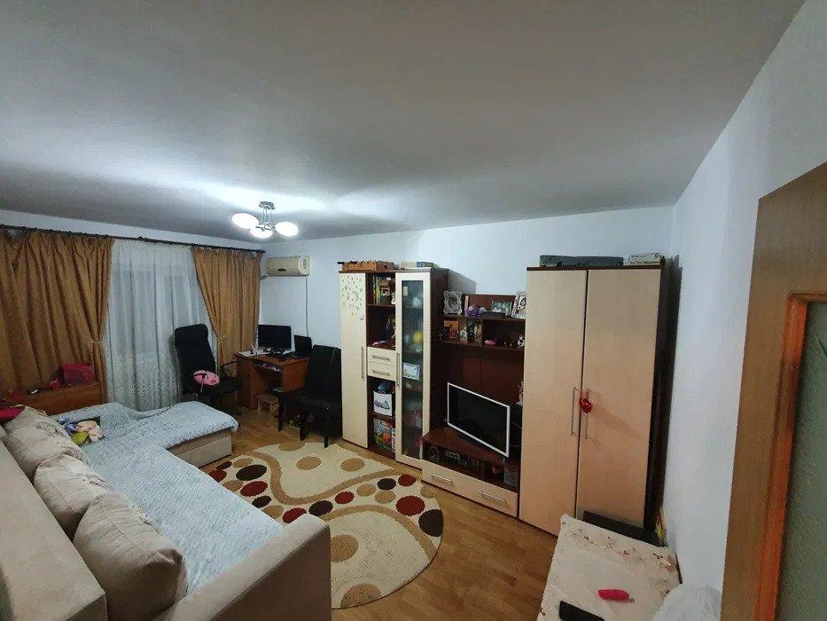 Apartament 2 camere decomandat, Nicolina, prima statie