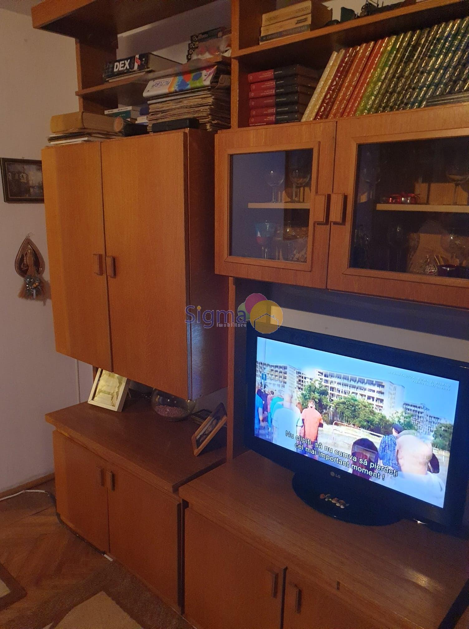 Apartament cu 3 camere de vanzare Podu Rosu 62mp utili