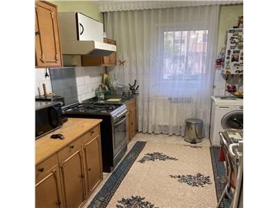 Nicolina, apartament 3 camere, etaj intermediar
